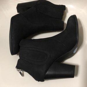 Adrianne Vittadini black ankle boots size 6.5